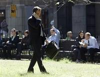 <p>A businessman talks on his mobile phone as other office workers have lunch in a central Sydney park April 3, 2006. REUTERS/Will Burgess</p>