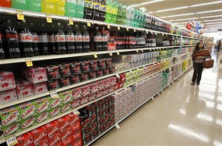 A shopper walks by the sodas aisle at a grocery store in Los Angeles April 7, 2011. REUTERS/Mario Anzuoni )