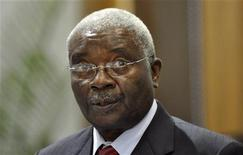 <p>Mozambique's President Armando Emilio Guebuza talks during the Southern African Development Community (SADC) Summit in Mozambique's capital Maputo, November 5, 2009. Regional leaders held a summit in Mozambique on Thursday hoping to prevent the collapse of Zimbabwe's unity government, threatened by the most severe political standoff since it was formed in February. REUTERS/Grant Lee Neuenburg (ZIMBABWE POLITICS)</p>