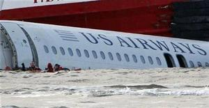 <p>Divers are seen in the waters as a US Airways Airbus A320 airliner floats down the Hudson River between Manhattan and New Jersey (back) after making an emergency landing in the river after taking off from New York's LaGuardia Airport, January 15, 2009. A US Airways jet with more than 150 people on board came down into the frigid Hudson River off Manhattan after apparently hitting a flock of geese on Thursday and officials said everyone was rescued. REUTERS/Mike Segar</p>