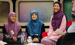 "<p>""Solehah"" hopefuls Amie Sofia Ahmad (L) and Arina Ramlan smile as they are being interviewed on a morning talk show before their audition for the new Islamic reality TV show ""Solehah"" in Kuala Lumpur June 18, 2011. REUTERS/Bazuki Muhammad</p>"