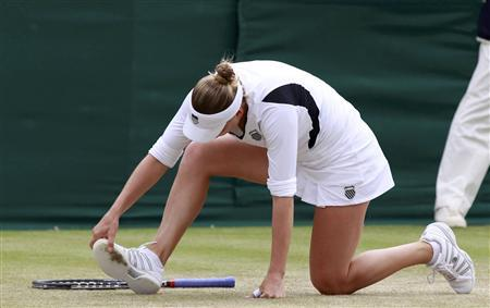 Vera Zvonareva of Russia looks at her shoe during her match against Tsvetana Pironkova of Bulgaria at the Wimbledon tennis championships in London June 24, 2011. REUTERS/Stefan Wermuth