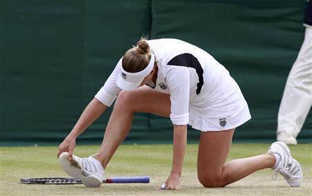 Vera Zvonareva of Russia looks at her shoe during her match against Tsvetana Pironkova of Bulgaria at the Wimbledon tennis championships in London June 24, 2011. REUTERS/Stefan Wermuth