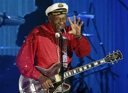 Rock and roll legend Chuck Berry performs during the Bal de la Rose in Monte Carlo March 28, 2009. REUTERS/Eric Gaillard