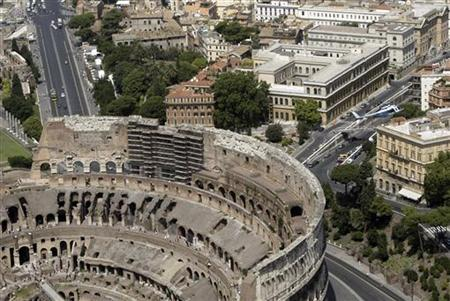 Rome's ancient Colosseum is seen from a helicopter August 12, 2004. REUTERS/Alessandro Bianchi