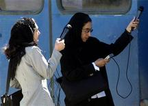 <p>Afghan women reporters set up their sound recorders in a media facility in Kabul on March 16, 2003. REUTERS/Stringer</p>
