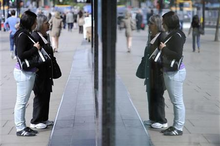 Women look in a shop window on Oxford Street, in central London May 27, 2011. REUTERS/Paul Hackett