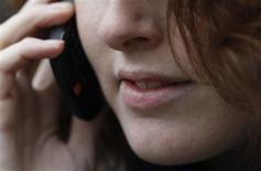 <p>Les pressions concurrentielles dans la téléphonie mobile en France devraient continuer de s'accentuer cette année et en 2012, laissant présager de nouvelles baisses de prix dans ce segment, selon le président du régulateur français des télécoms. /Photo d'archives/REUTERS/Luke MacGregor</p>