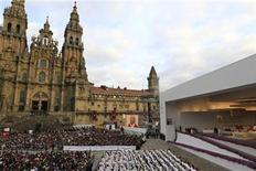 <p>Pope Benedict XVI leads a mass outside the Santiago de Compostela Cathedral in northern Spain in this November 6, 2010 file photo. REUTERS/Stefano Rellandini</p>