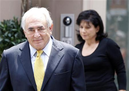 Former International Monetary Fund (IMF) chief Dominique Strauss-Kahn and his wife Anne Sinclair leave their temporary Manhattan residence in New York July 6, 2011. REUTERS/Shannon Stapleton