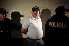 <p>La policía de Guatemala presenta a Elgin Enrique Vargas Hernández, de 35 años y sospechoso del asesinato de Facundo Cabral en la corte suprema de Guatemala REUTERS/Jorge Lopez</p>