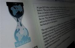 <p>Foto de archivo del sitio web de WikiLeaks visto desde un ordenador en Hoboken, EEUU, nov 28 2010. WikiLeaks y la compañía islandesa de telecomunicaciones DataCell presentaron el jueves una queja formal ante la Comisión Europea, asegurando que las compañías de pago con tarjeta Visa Europe y MasterCard violan leyes anti competencia de la UE al bloquear sus donaciones. REUTERS/Gary Hershorn</p>