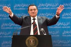 <p>Egyptian President Hosni Mubarak salutes his supporters during the opening session of the annual conference of the National Democratic Party (NDP) in Cairo in this file photo taken November 1, 2008. REUTERS/Nasser Nuri</p>