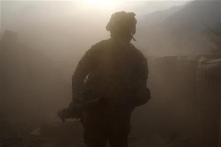 A U.S. army soldier runs for cover after firing a rocket during a fire fight between Taliban fighters and the Afghan and U.S. soldiers in Kunar province, Afghanistan, July 14, 2011. REUTERS/Baz Ratner
