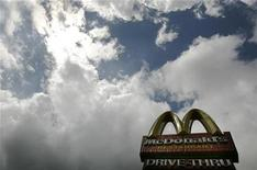 <p>A sign for a McDonald's restaurant is pictured in central London August 7, 2008. REUTERS/Luke MacGregor</p>