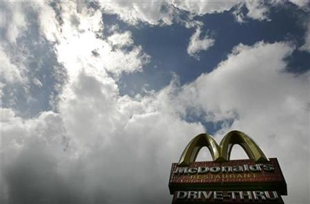 A sign for a McDonald's restaurant is pictured in central London August 7, 2008. REUTERS/Luke MacGregor
