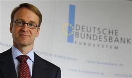 <p>The new German central bank (Bundesbank) president Jens Weidmann poses for photographers during a photocall at the Bundesbank headquarters in Frankfurt, May 2, 2011. REUTERS/Kai Pfaffenbach</p>