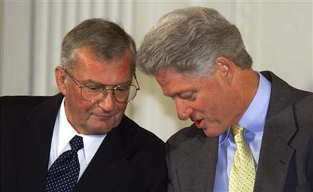 President Bill Clinton confers with former Joint Chief of Staff Chairman General John Shalikashvili during a White House event on a comprehensive test ban treaty currently before the Senate, October 6. GAC/RC