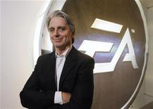 <p>John Riccitiello, directeur général d'Electronic Arts. L'éditeur de jeux vidéo a fait état d'une perte de 123 millions d'euros, moins marquée que prévu, pour le premier trimestre de son exercice 2011-2012 tout en relevant sa prévision pour le deuxième. /Photo prise le 8 juin 2011/REUTERS/Phil McCarten</p>