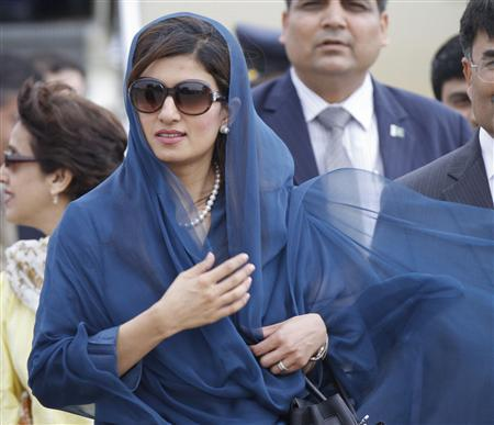 Pakistan's Foreign Minister Hina Rabbani Khar arrives at the airport in New Delhi July 26, 2011. REUTERS/B Mathur