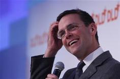 <p>Foto de archivo de James Murdoch durante una conferencia de prensa en Munich, Alemania, ene 25 2011. James Murdoch podría sobrevivir a una reunión directiva de BSkyB el jueves a pesar de que se multiplican las dudas desde otros sectores acerca de si su rol en un escándalo de escuchas telefónicas no lo incapacita para ser el presidente de la cadena satelital. REUTERS/Michaela Rehle</p>