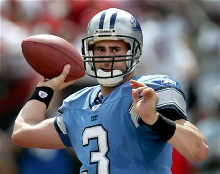 Detroit Lions quarterback Joey Harrington throws in the first half against the Tampa Bay Buccaneers during their NFL game in Tampa, Florida October 2, 2005. REUTERS/Pierre DuCharme