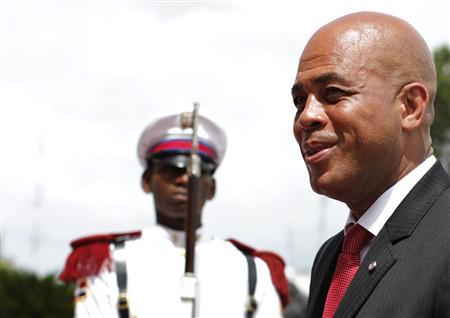 Haiti's President Michel Martelly receives military honors as he arrives at the national palace in Santo Domingo August 2, 2011. REUTERS/Kena Betancur
