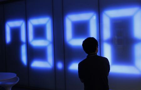 An employee of a foreign exchange trading company looks at a monitor showing the Japanese yen's exchange rate against the U.S. dollar in Tokyo, August 4, 2011. REUERS/Kim Kyung-Hoon