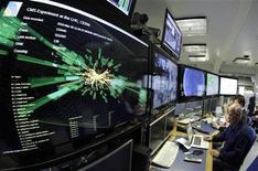 <p>Foto de archivo de una pantalla de ordenador con un gráfico que representa una colisión de hadrones en el CERN de Ginebra, mar 30 2010. El CERN, centro de investigaciones sobre el Big Bang y la forma en que funciona el universo, anunció el jueves un nuevo programa que fusionará ciencia y arte para fomentar la pintura y la música inspirada por las maravillas del cosmos. REUTERS/Denis Balibouse</p>