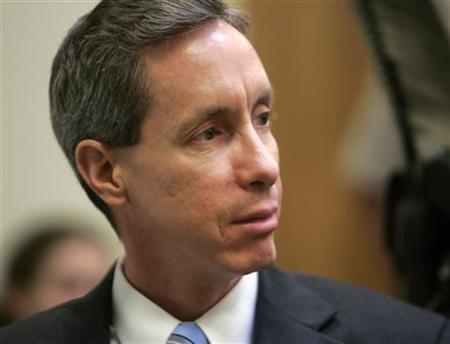 Warren Jeffs looks toward the jury in his trial in St. George, Utah, September 25, 2007. REUTERS/Douglas C. Pizac/Pool