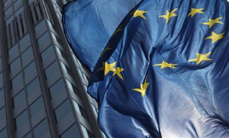 The flag of Europe is pictured in front of the ECB headquarters in Frankfurt, August 4, 2011.  REUTERS/Ralph Orlowski