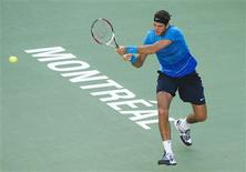 <p>Juan Martin del Potro of Argentina hits a return to Jarkko Nieminen of Finland at the Rogers Cup tennis tournament in Montreal August 8, 2011. REUTERS/Christinne Muschi</p>