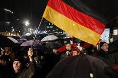 <p>A man waves the German flag during celebrations to mark the 20th anniversary of the fall of the Berlin Wall in Berlin November 9, 2009. REUTERS/Thomas Peter</p>