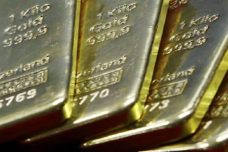 Gold plates are displayed for the media inside a Bank of Taiwan branch outlet in Taipei April 21, 2011.  REUTERS/Nicky Loh/Files