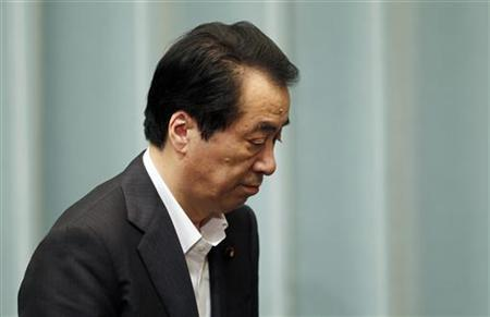 Japan's Prime Minister Naoto Kan leaves the venue after his news conference in Tokyo July 29, 2011. REUTERS/Kim Kyung-Hoon