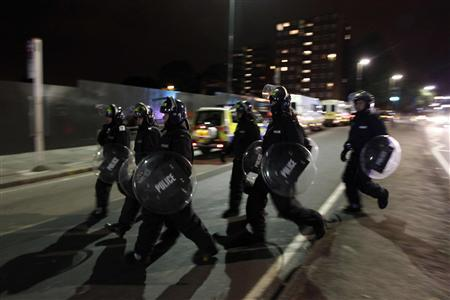 Police officers in riot gear are deployed in Eltham, south London August 10, 2011. REUTERS/Stefan Wermuth