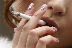 <p>A Japanese woman smokes a cigarette in Tokyo January 11, 2010. REUTERS/Yuriko Nakao</p>