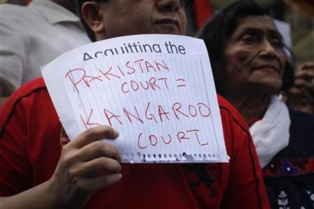An activist holds a handwritten sign during a protest against a court decision involving Mukhtaran Mai, a Pakistan rape victim, in Karachi April 23, 2011. REUTERS/Athar Hussain