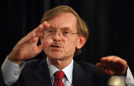 World Bank Chief Robert Zoellick gestures while speaking at the Asia Society's annual dinner in Sydney August 14, 2011. REUTERS/Tim Wimborne