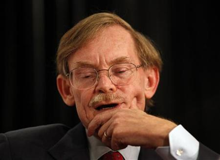 World Bank Chief Robert Zoellick pauses while speaking at the Asia Society's annual dinner in Sydney August 14, 2011. REUTERS/Tim Wimborne