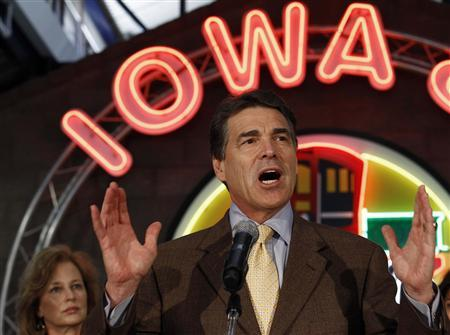 Republican presidential candidate Texas Governor Rick Perry speaks to people during a campaign stop with his wife Anita in Walcott, Iowa, August 16, 2011. REUTERS/Jim Young