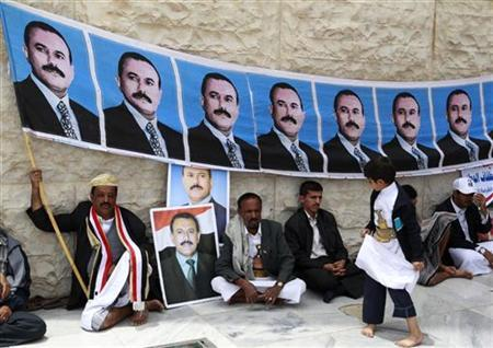 Supporters of Yemen's President Ali Abdullah Saleh hold his picture ahead of Friday prayers in Sanaa, Yemen August 12, 2011. REUTERS/Jumana El Heloueh