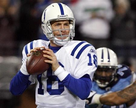Indianapolis Colts quarterback Peyton Manning looks for a receiver during their NFL football game against the Tennessee Titans in Nashville, Tennessee, December 9, 2010. REUTERS/M.J. Masotti Jr.