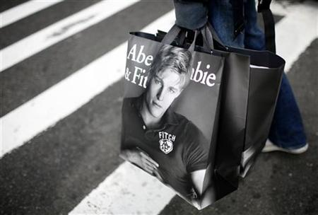 A man holds shopping bags from retailer Abercrombie & Fitch while waiting to cross a street in New York October 8, 2009. U.S. retailers posted their first monthly sales increase in more than a year. REUTERS/Mike Segar