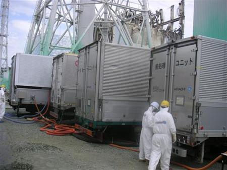 Desalting facilities for the No. 4 reactor spent fuel pool are seen at Tokyo Electric Power Co.(TEPCO)'s Fukushima Daiichi Nuclear Power Station in Fukushima prefecture August 17, 2011 in this handout photo released by TEPCO on August 20, 2011. REUTERS/Tokyo Electric Power Co/Handout