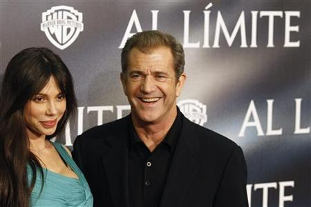 Actor Mel Gibson (R) and Oksana Grigorieva pose during the Spanish premiere of the film ''Edge of Darkness'' in Madrid February 1, 2010. REUTERS/Juan Medina