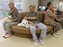 <p>Ayako Shizo (C), aged 85, taps a therapeutic robot named Paro as she sits with other residents at the Suisyoen retirement home in Iwaki, Fukushima prefecture, July 28, 2011. REUTERS/Kim Kyung-Hoon</p>