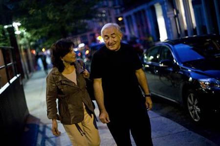 Former IMF chief Dominique Strauss-Kahn and his wife Anne Sinclair walk to catch a cab in New York, August 25, 2011. REUTERS/Allison Joyce