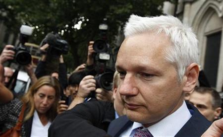 WikiLeaks founder Julian Assange leaves the High Court in London July 13, 2011. REUTERS/Suzanne Plunkett
