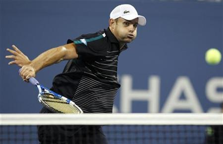 Andy Roddick of the U.S plays fellow American Jack Sock in their match at the U.S. Open tennis tournament in New York September 2, 2011. REUTERS/Shannon Stapleton